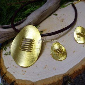 112-01-0129 - matte gold necklace